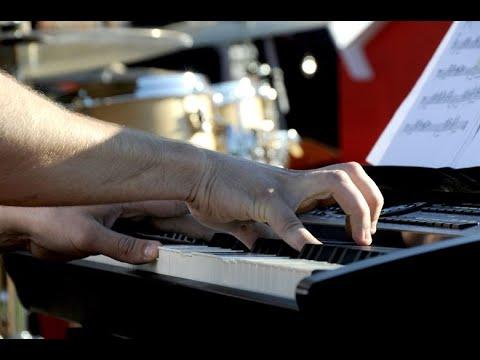 سعوديون يحضرون أول مهرجان لموسيقى الجاز في المملكة  - نشر قبل 4 ساعة