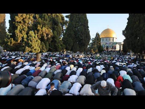 عشرات الآلاف من الفلسطينيين يؤدون صلاة العيد بالمسجد الأقصى في ظل تصاعد العنف مع إسرائيل  - 13:59-2021 / 5 / 13