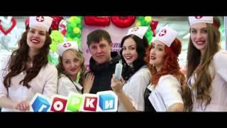 Красивые девушки-медсестры необычно поздравили мужчин с 23 февраля в ТРК «ГОРКИ»