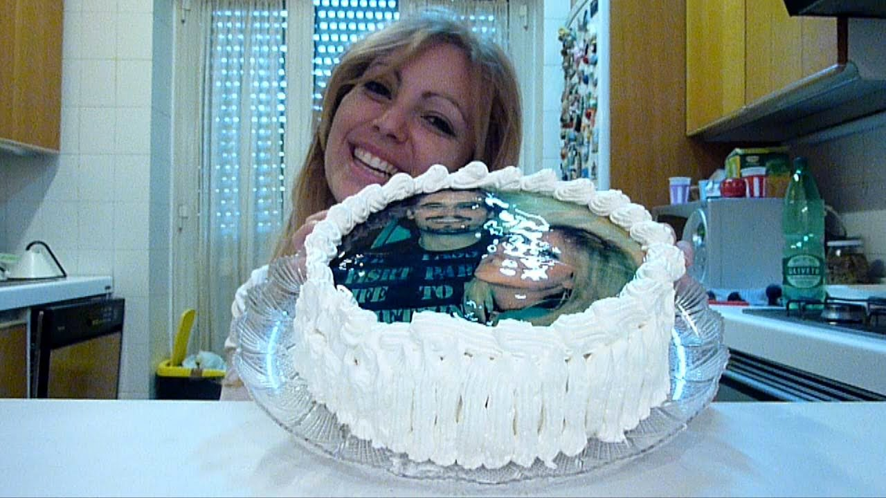 Come attaccare una ostia cialda su una torta youtube - Foto per decorare torte ...