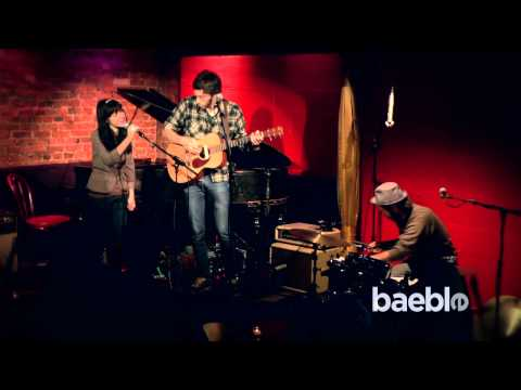 An Interview with Elizabeth and The Catapult    Baeble Music