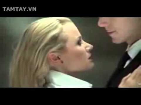 Laki dan Perempuan dalam lift yang x da orang...