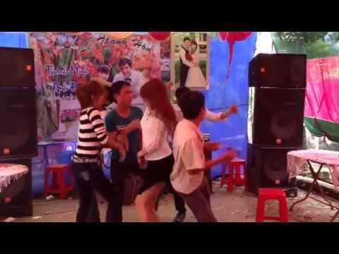 Girl 9x Bắc Giang nhảy quên sầu trong đám cưới