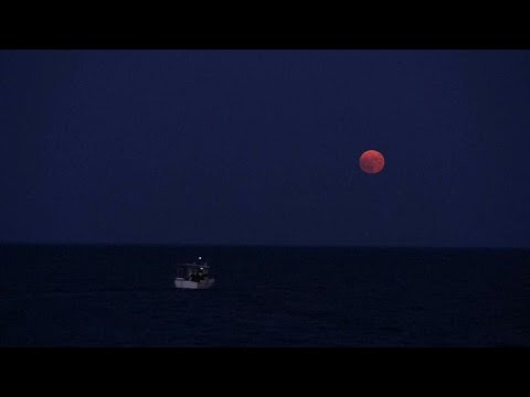 Euronews:Watch: Full moon casts a glow by Greece's Koroni castle