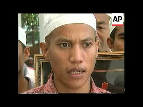 EAST TIMOR: PRO-INDEPENDENCE SUPPORTERS THREATEN MUSLIMS