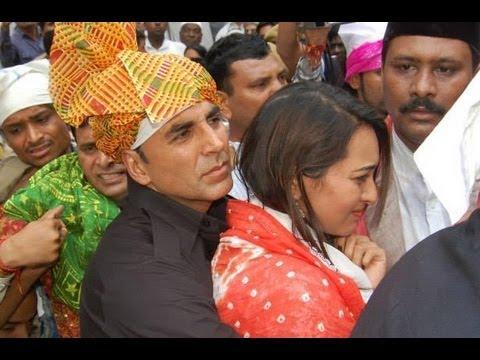 Sonakshi Sinha rescued by Akshay Kumar at Ajmer Sharif