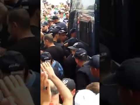 الجزائر متظاهرون يجبرون الشرطة على إخلاء سبيل موقوفين - نشر قبل 5 ساعة