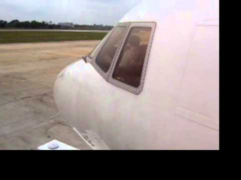 L-1011 TRISTAR BOARDING ORIENT THAI AIRLINES L1011