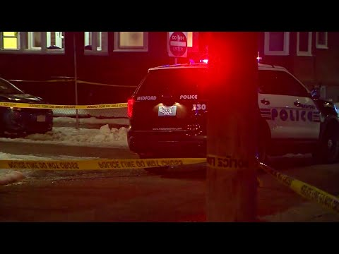 Stabbing victim collapses while pursuing suspect, police say