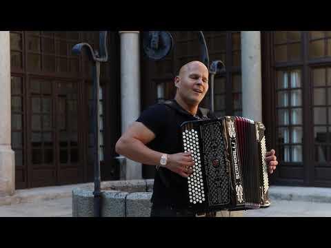 Valery Lagutik un virtuoso del acordeón