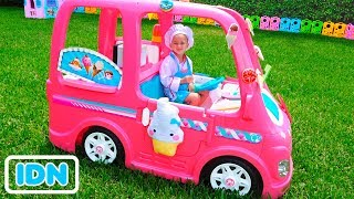 Nikita dalam mobil merah muda bertemu pahlawan super