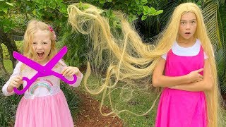 Nastya와 Stacy는 미용사를하고 머리카락을 염색합니다.