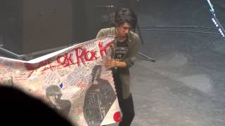 140207- ONE OK ROCK w/ signed banner @ Club Nokia in LA