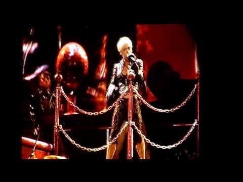 P!nk in Brisbane, August 25, 2009 - U + Ur Hand