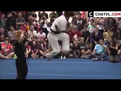 Những cú đá đẹp và khó nhất taekwondo