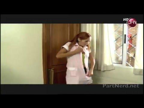 Alejandra Herrera nos muestra un buen escote desvistiendose como nana sexy [Video HD]