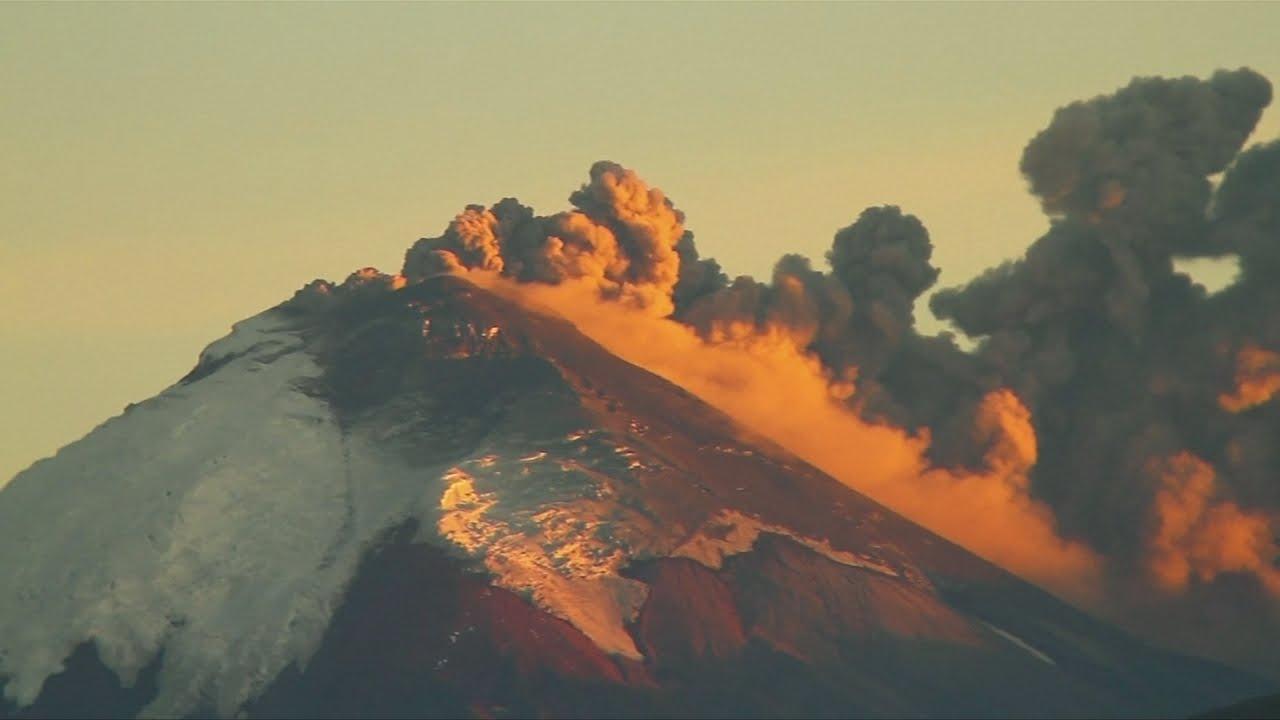amazing footage of cotopaxi volcano erupting in ecuador