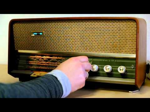 Vintage Philips B3X02A Tube Radio 1960