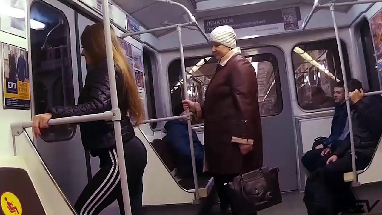 В попку в метро, смотреть залупы фото