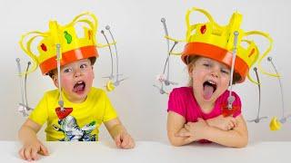 Alex y Gaby jugando Chow Crown el juego más divertido