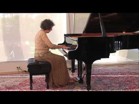 Juana Zayas playing Chopin Etudes Op. 10