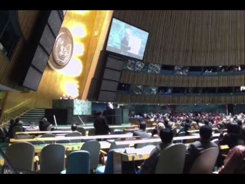 Israel PM Netanyahu shows a cartoon bomb of Iran's nuclear program to the UN General Assembly
