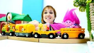 Игрушки в гостях у Маши в Детском Садике Капуки Кануки