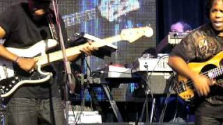 Marcus miller and victor wooten battle ...