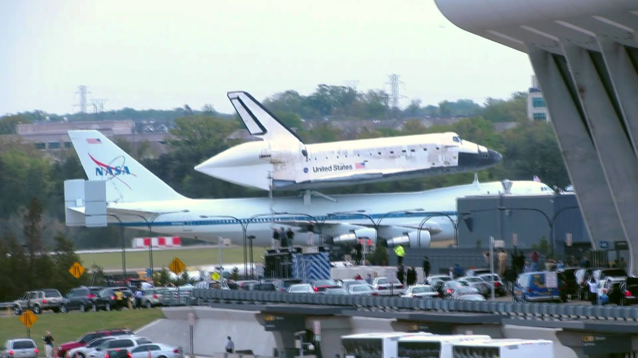 space shuttle discovery at dulles airport - photo #9