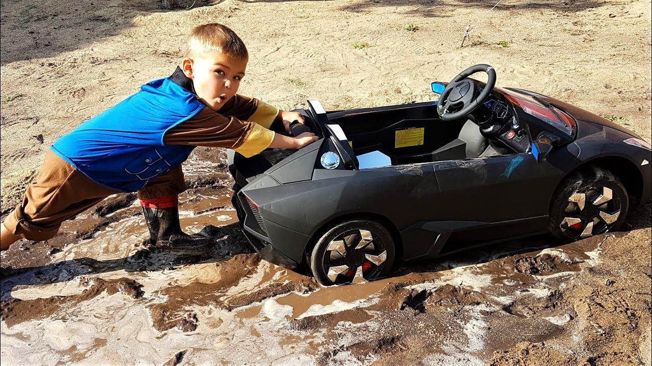 Чорна Lamborghini застрягла в бруду - Щенячий патруль допомагае