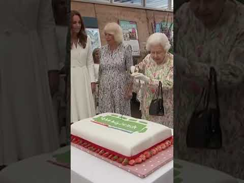 """Queen Elizabeth opted to use a ceremonial sword to cut a cake as it was """"more unusual"""" than a knife."""