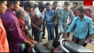 Bar Owners Beats Customers over Sells Adulterated Liquor | Mahabubabad | Bhaarat Today