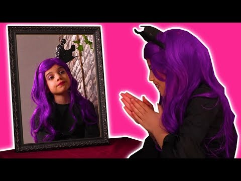 MALICE'S MAGIC MIRROR 👯 Seeing Double! - Princess Pranks - Princesses In Real Life | Kiddyzuzaa
