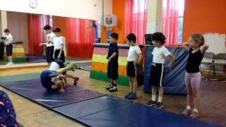 Наши детки на уроке спортивной гимнастике