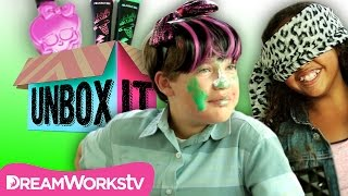 Monster High Blindfolded Makeup Challenge | EXTREME UNBOX IT