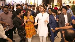 Sanam Chaudhry Dancing  Enjyoing With Noor Hassan  Her Fans In Shopping Mall Lahore Last Night