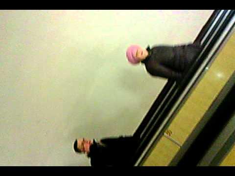 Ненормальная бабка в метро