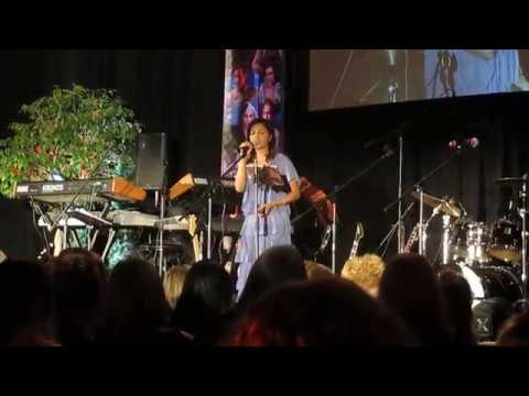 OUAT Chicago Con 2017—Karen David sings