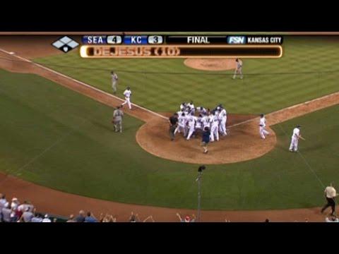 DeJesus hits game-winning two-run homer