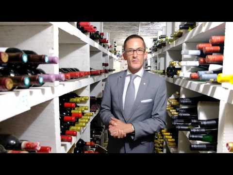 Thijs van Sambeeck presents the wine cellar of La Source