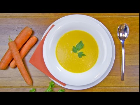 Mrkvová polévka se smetanou a čerstvým zázvorem