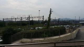 철도박물관을 지나가는 전동열차