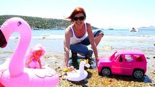 Куклы Барби на пляже — Видео для девочек — Игры с песком