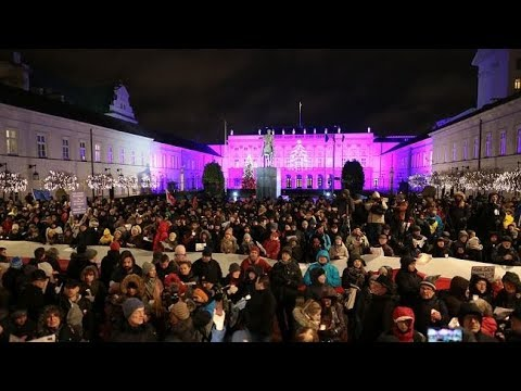 Kolęda dla Andrzeja Dudy przed Pałacem Prezydenckim w Warszawie