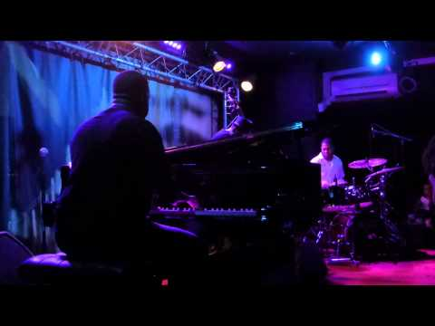 Robert Glasper Trio - Rise And Shine (New Morning - Paris - July 20th 2015)