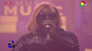 """Eno Barony performs Cover of Kojo Antwi """"Enfa Me Nko Ho"""""""
