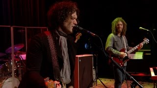 Doyle Bramhall II - Mama Can't Help You (eTown webisode #1135) thumbnail