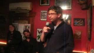 Wim Helsen doet de Joker mop: komt een man met een kip bij de hoeren...