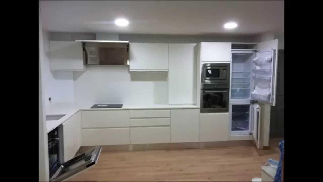 Cocinas con muebles blancos de nuestra tienda en Palma - YouTube