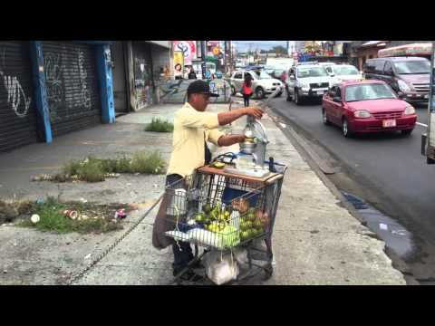 How A Gringo Gets Fresh Juice in Costa Rica!The Best Orange Juice Experience